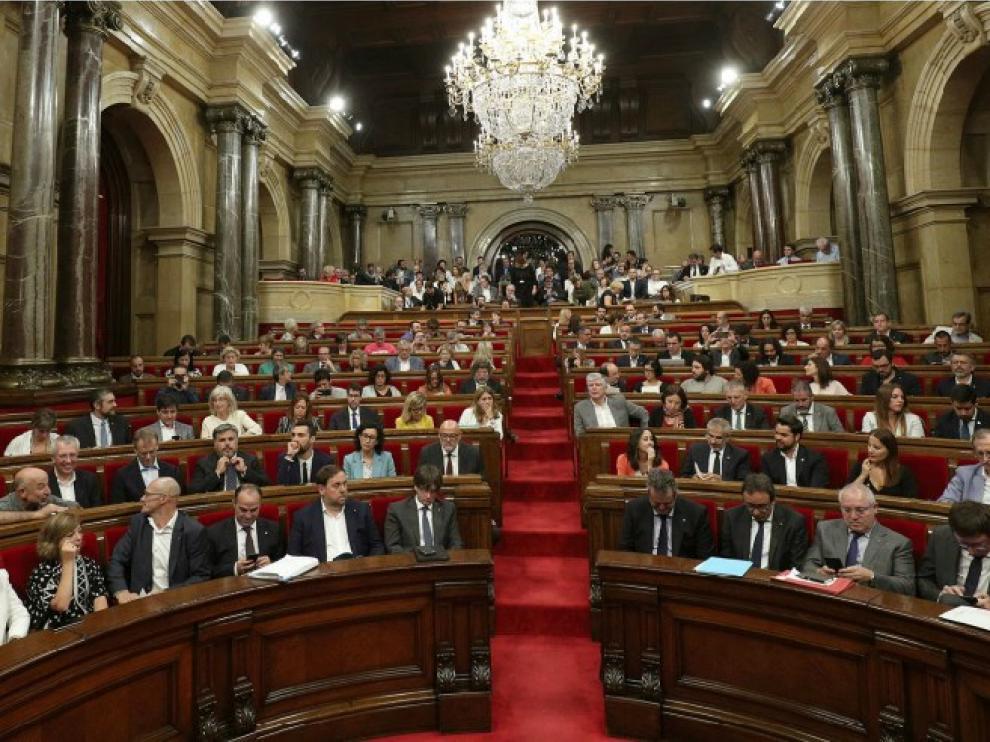 El parlamento catalán y el Senado español acogerán esta semana importantes plenos con la crisis secesionista de fondo.