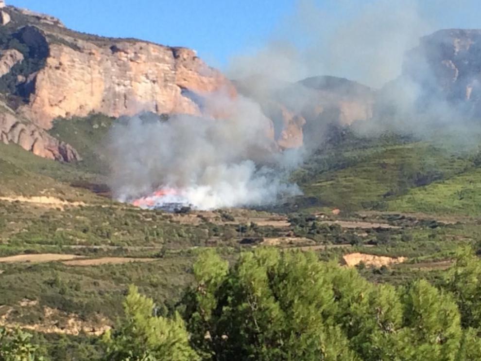 Imagen del incendio en los Mallos de Riglos.