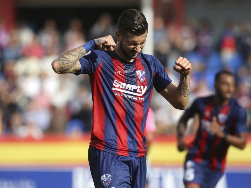 Álvaro Vadillo aprieta los puños durante el último partido contra el Cádiz.