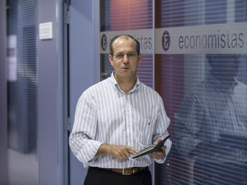 Javier Nieto, decano del Colegio de Economistas de Aragón