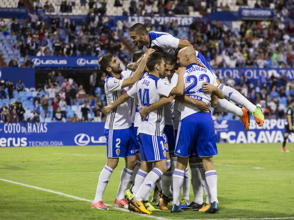 Los jugadores del Zaragoza celebran un gol en el triunfo copero frente al Granada de esta temporada.