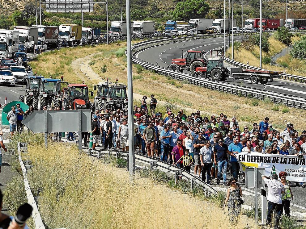 Protesta conjunta de fruticultores aragoneses y catalanes el pasado mes de agosto.