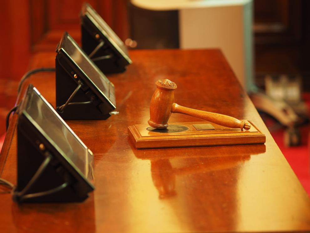 """Una juez suprime la pensión de alimentos a un joven de 24 años para evitar su """"parasitismo"""""""