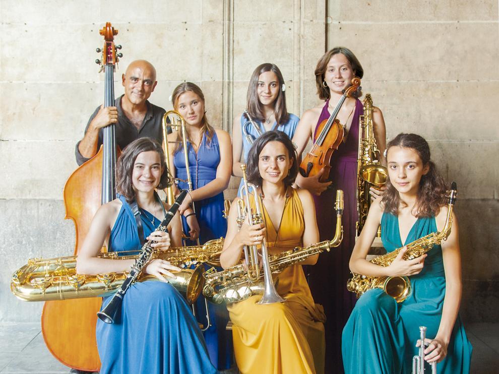 El ensemble de Joan Chamorro y su grupo de vocalistas que también son multiinstrumentistas.