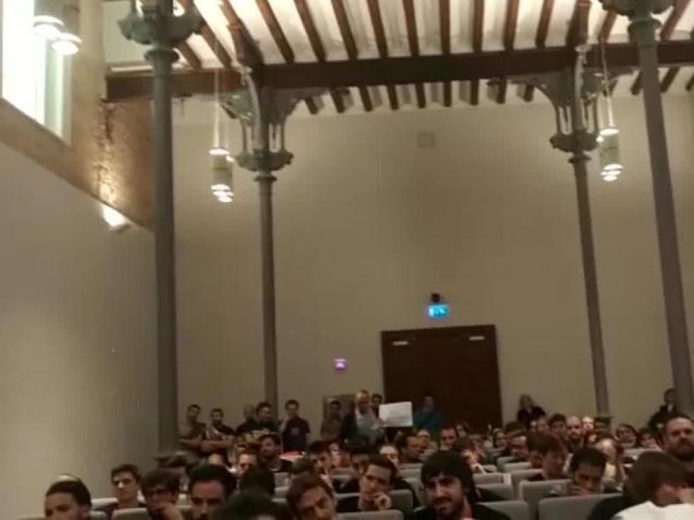"""Protestas en el pleno de la DPZ por """"la falta de transparencia"""" en las oposiciones a Bombero"""