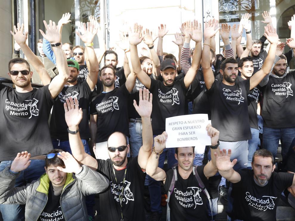 Protesta de los opositores a Bombero en la DPZ
