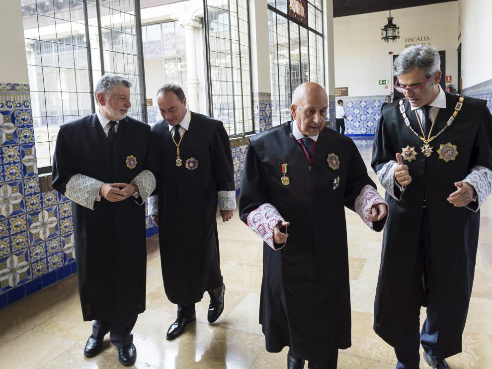 Varios jueces, con su toga y sus puñetas, en la Audiencia Provincial de Zaragoza.