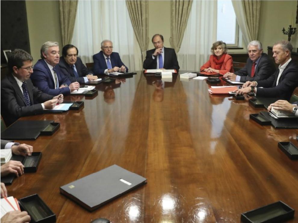 Reuniones previas al debate en el Senado y al pleno en el Parlamento catalán