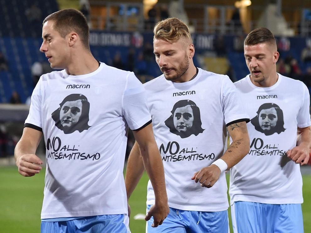 Los jugadores del Lazio, con camisetas de Ana Frank.
