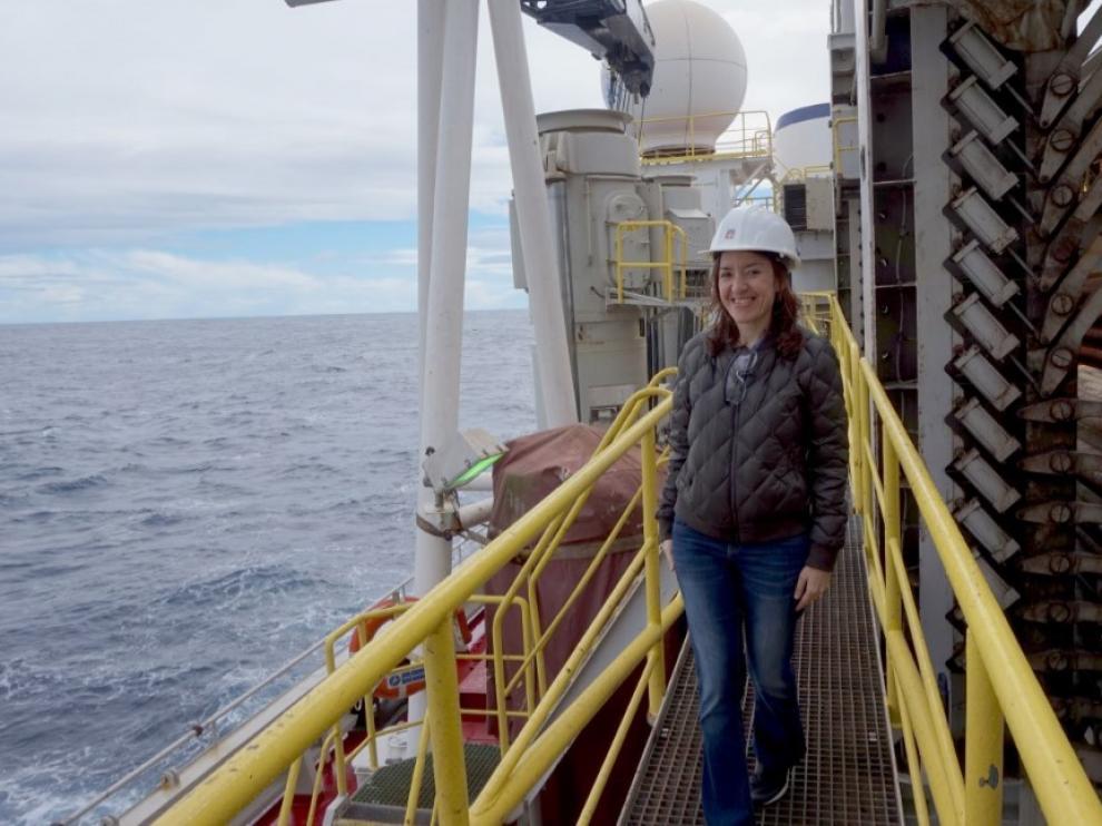 Una paleontóloga de la UZ Laia Alegret, única científica española en la expedición al continente sumergido de Zelandia, a bordo del buque de perforación Joides Resolution en el océano Pacífico.