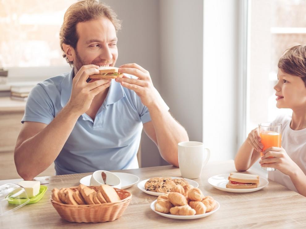 La merienda es una de las cinco comidas diarias recomendadas por los especialistas.