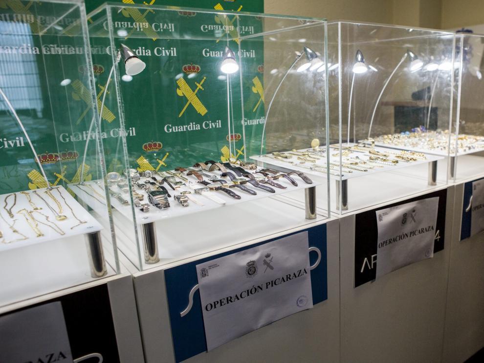 La Policía y la Guardia Civil lograron recuperar muchas de las joyas robadas por los detenidos en la operación Picaraza.