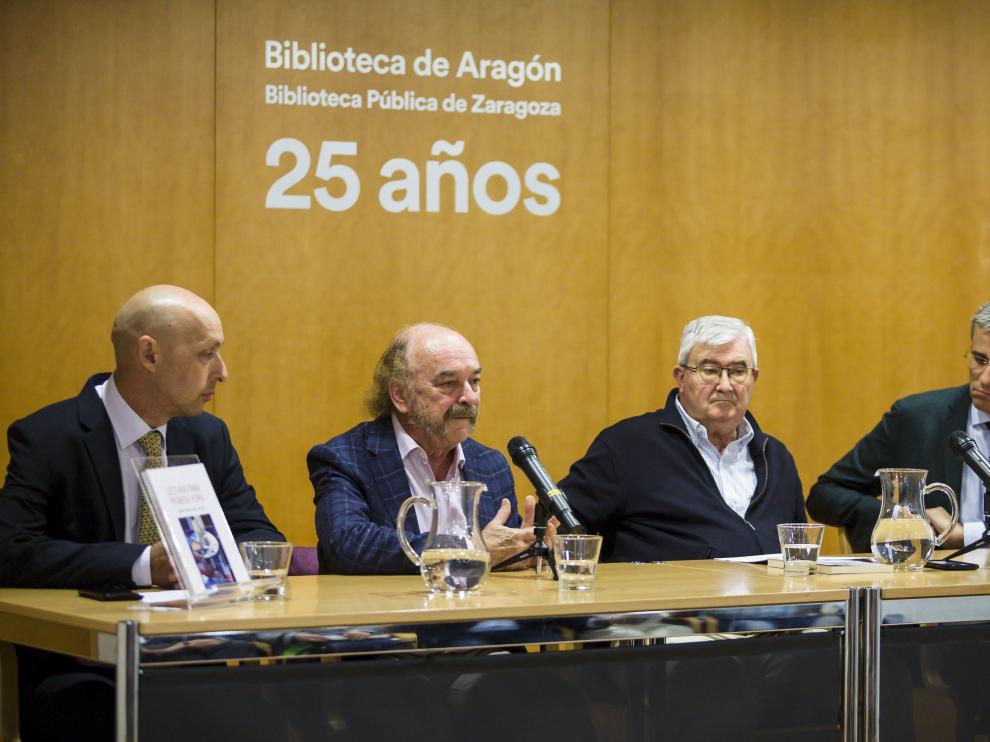 Luis Sanz, Eugenio Mateo, José Luis de Arce y Mikel Iturbe, ayer, en la Biblioteca de Aragón.