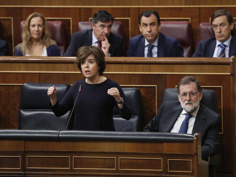 Sáenz de Santamaría y Rajoy en el Congreso.