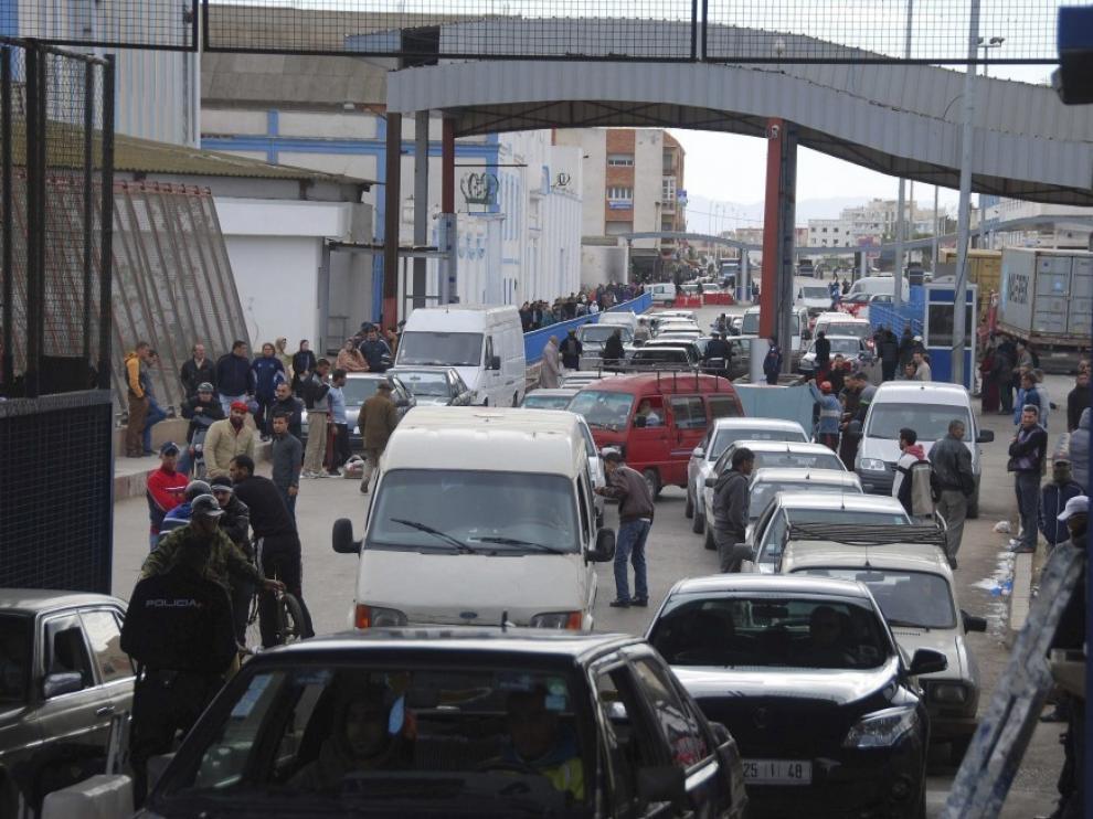 """La frontera en Melilla cerró este martes casi todo el día en una jornada de """"caos"""""""