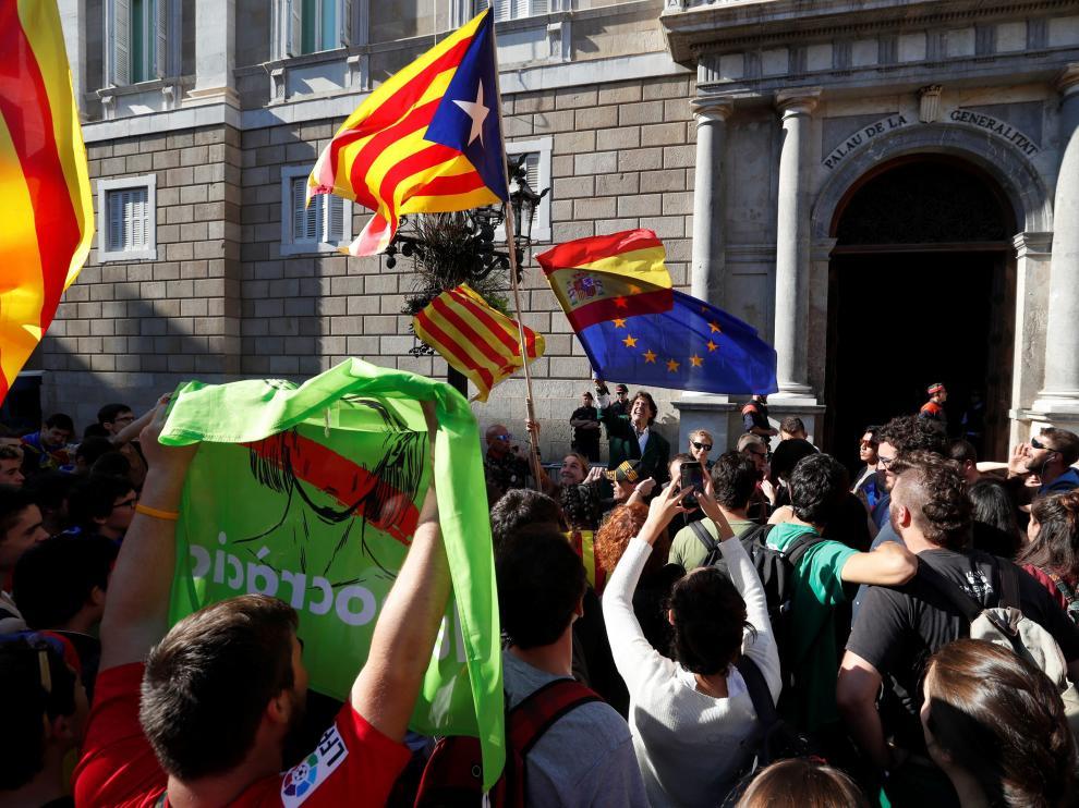 Álvaro de Marichalar, detenido en la puerta del Palau por resistencia a la autoridad
