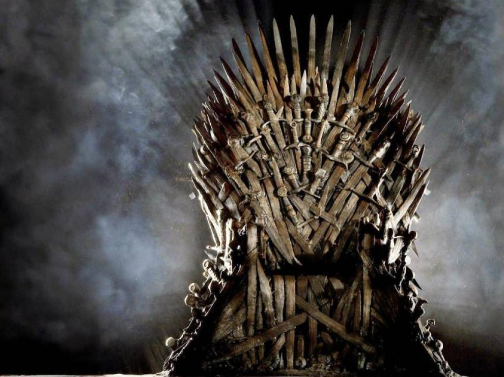 En la muestra no falta una réplica exacta del trono de hierro, donde sentarse