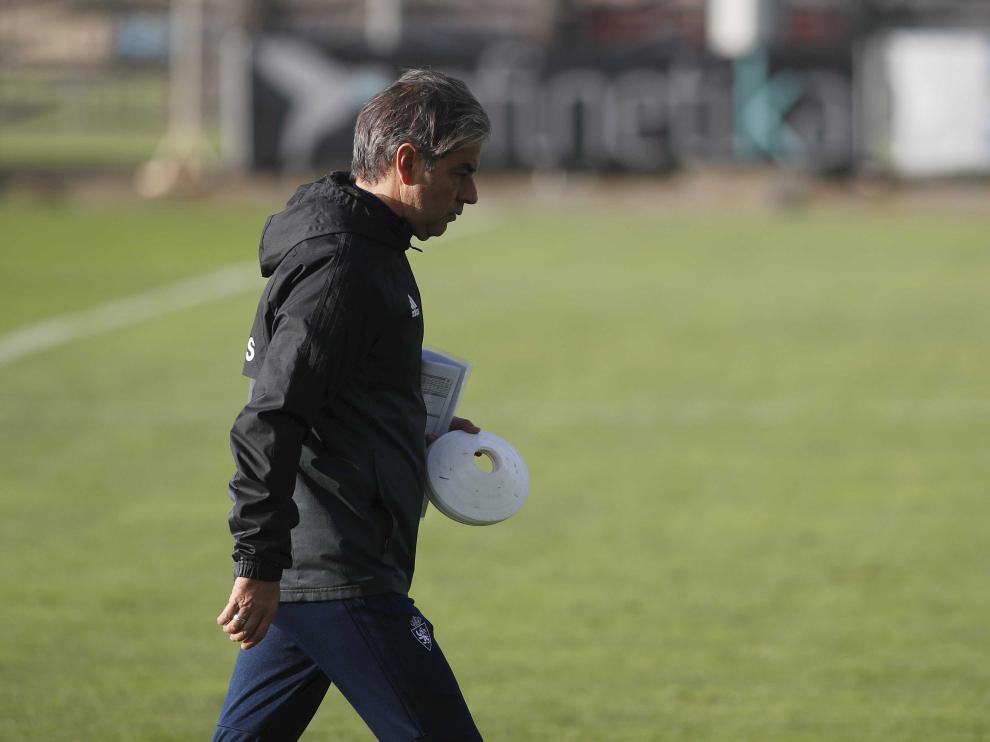 Natxo González, entrenador del Real Zaragoza, en una sesión de trabajo.