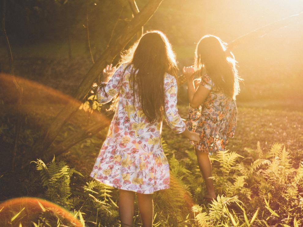 Los vestidos de flores siempre tienen un aire de lo más romántico.