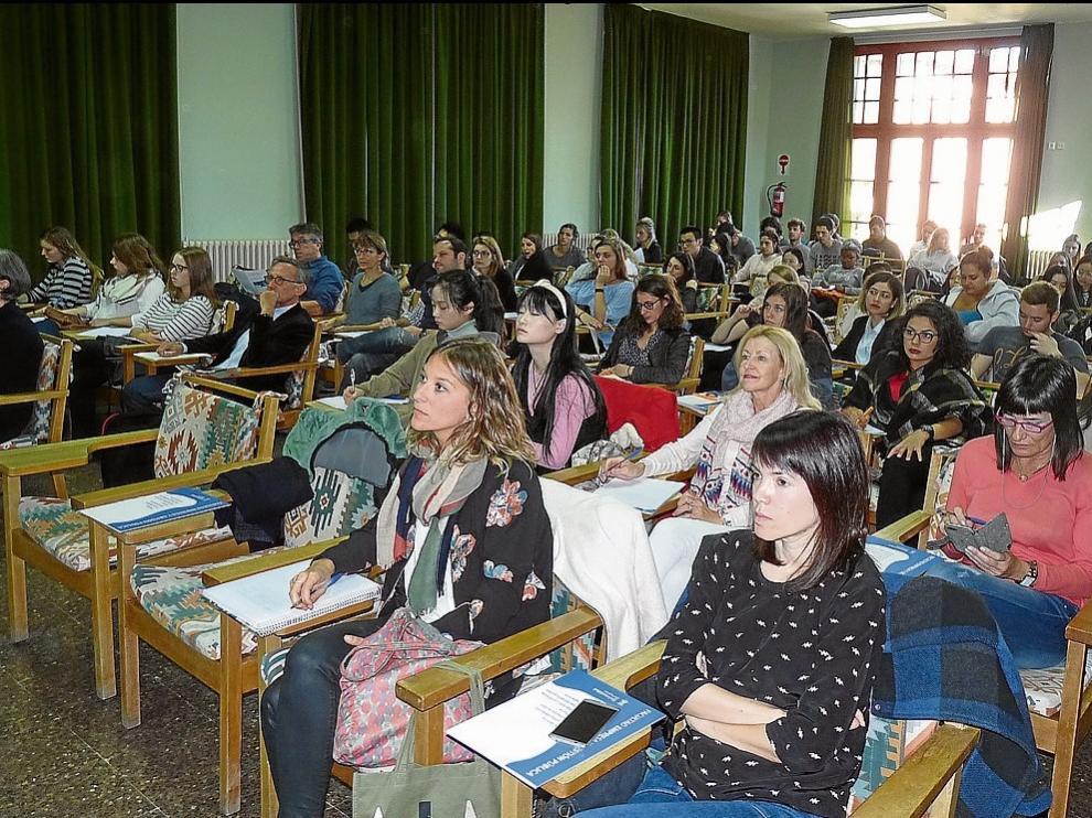 Las jornadas reúnen a cerca de 90 investigadores, profesores y estudiantes de España y Francia