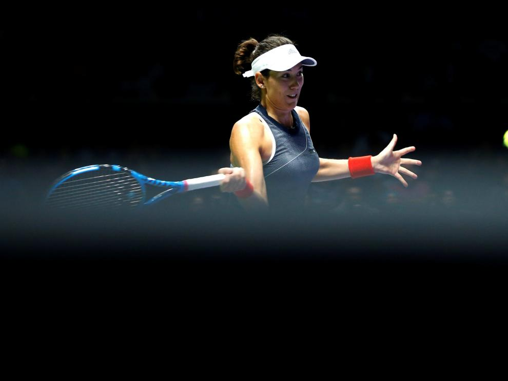 Muguruza durante el partido ante Venus Williams en Singapur.