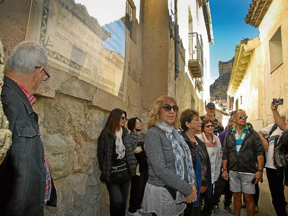 El grupo aprovechó su visita a Calatayud para recorrer la judería ayer por la mañana.