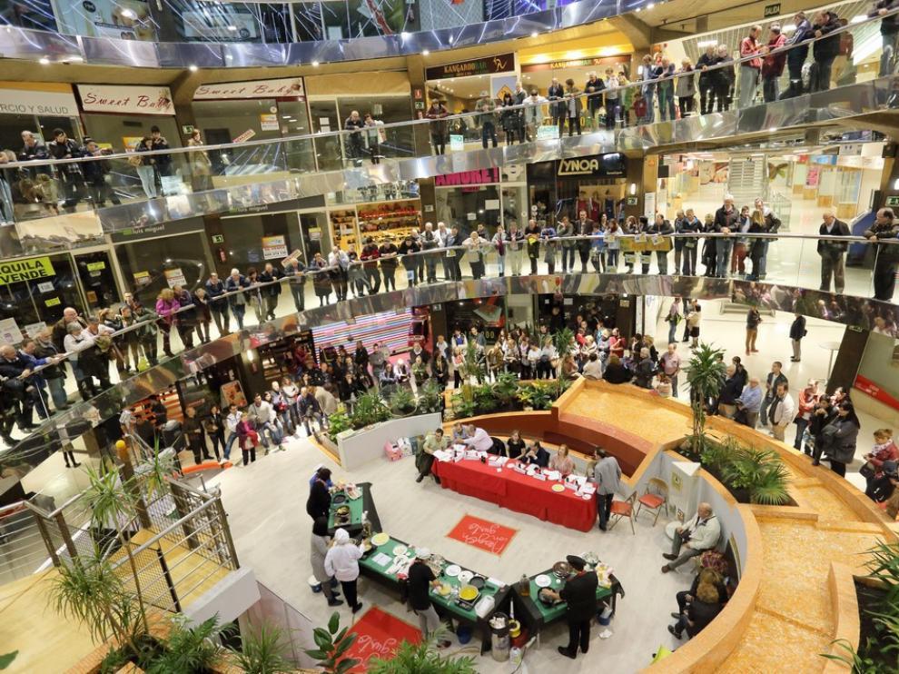 Imagen de la final de la liga de la tortilla celebrada el año pasado en el Centro Comercial Independencia 'El Caracol'