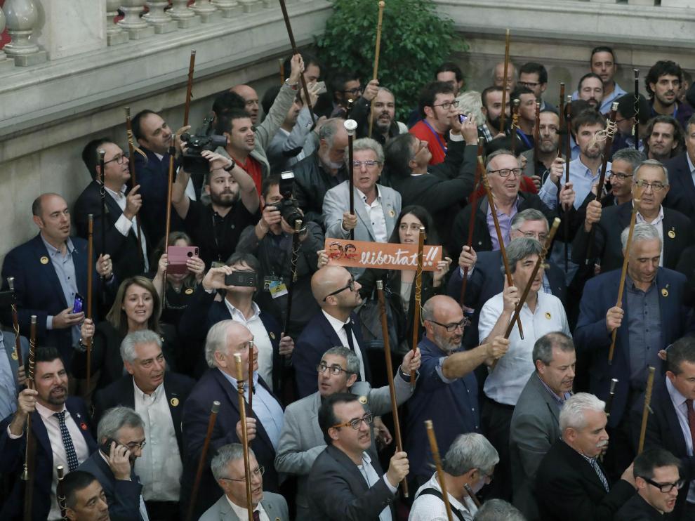 Alcaldes de municipios catalanes celebran la DUI