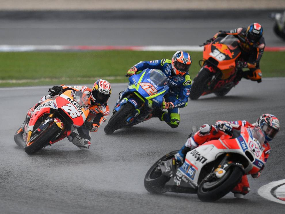 Dovizioso y Lorenzo corren en el gran premio de Malasia donde Márqeuz se ha quedado sin el título de  campeón del mundo.