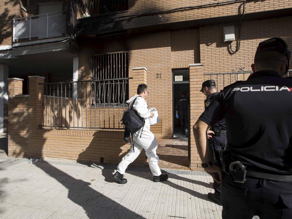 La Policía Nacional investigó el incendio que se produjo en la vivienda de la calle Francisco Izquierdo Molins.