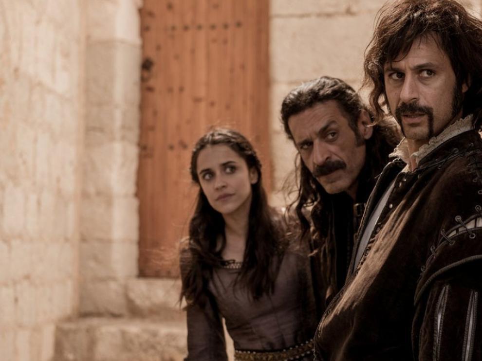 El actual trío protagonista de la serie con Macarena García -Lola Mendieta-, Nacho Fresneda - Alonso de Entrerríos- y Hugo Silva -Pacino-.