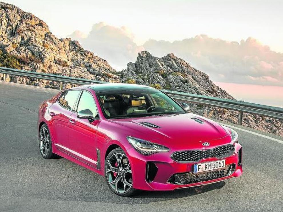 El diseño y el tacto de conducción del nuevo Stinger sorprendería a más de uno en una cata a ciegas. La evolución de Kia es sorprendente.