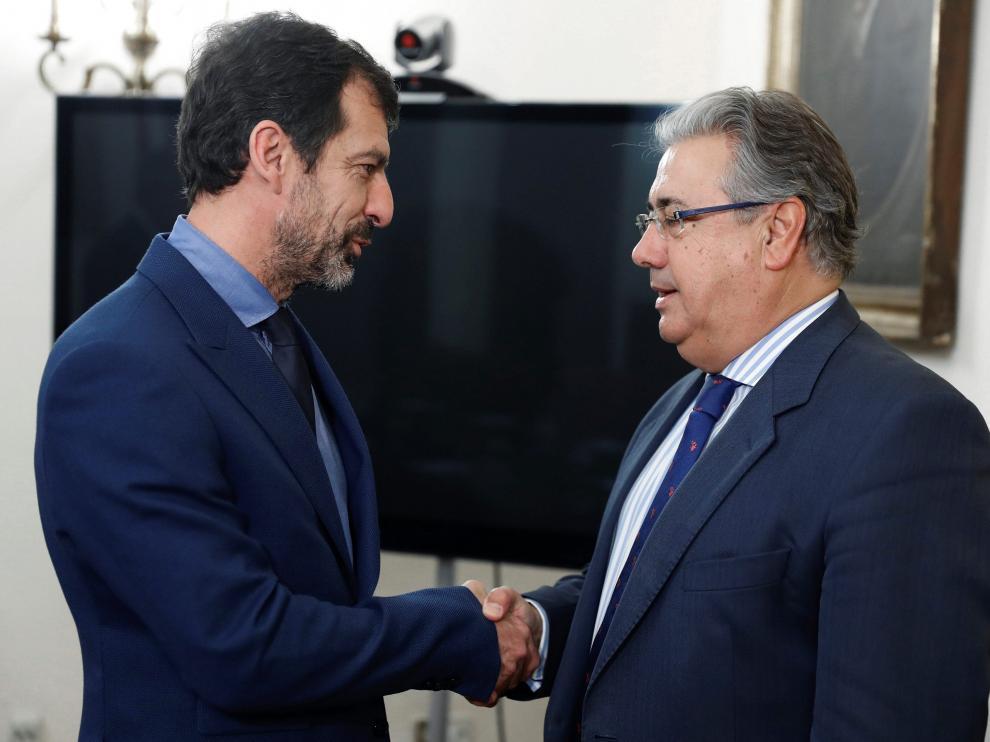 El ministro del Interior, Juan Ignacio Zoido,y el nuevo jefe de los Mossos d'Esquadra, Ferran López.