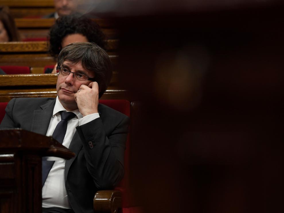 Carles Puigdemont durante la sesión en la que se votó la independencia