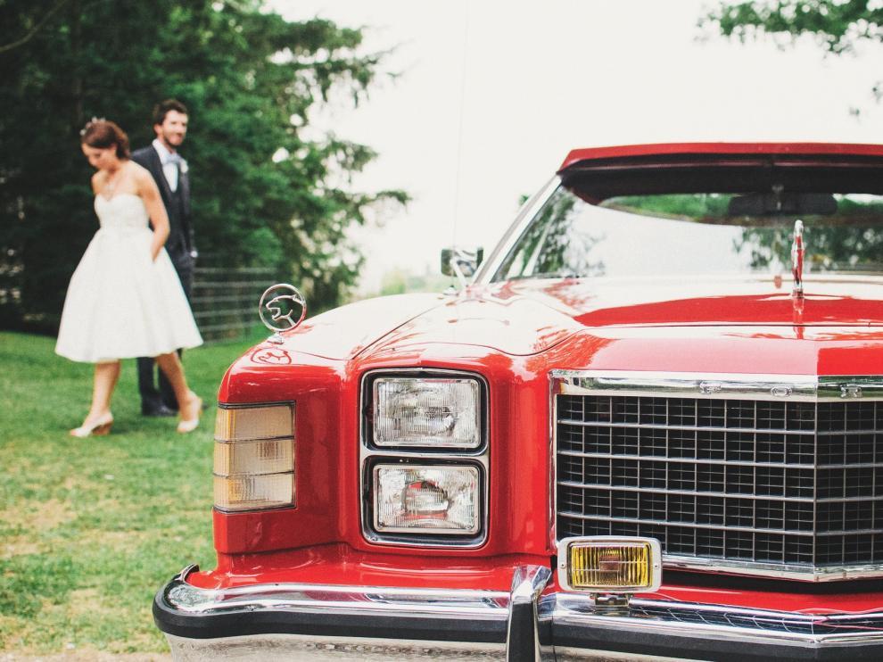 Ellos y ellas prefieren la sofisticación de un coche antiguo o clásico, o la elegancia y el lujo de una imponente limusina.