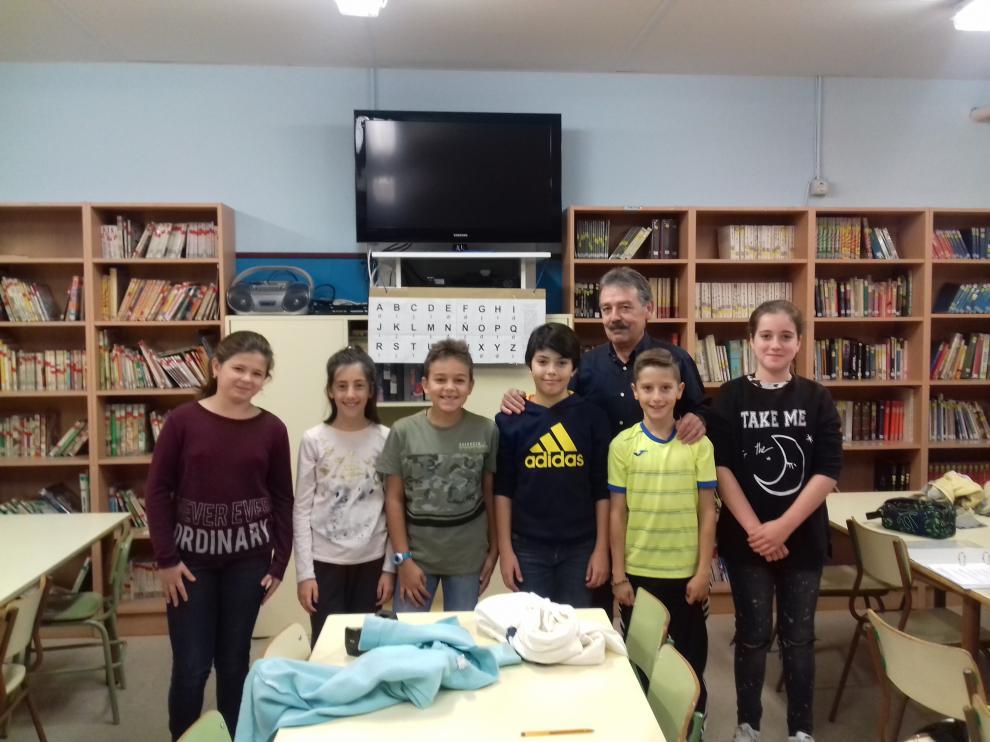 Alumnos del aula de desarrollo de capacidades del colegio Zalfonada: Laura, Lucía, Samuel, Bruno, Rubén y Sara.