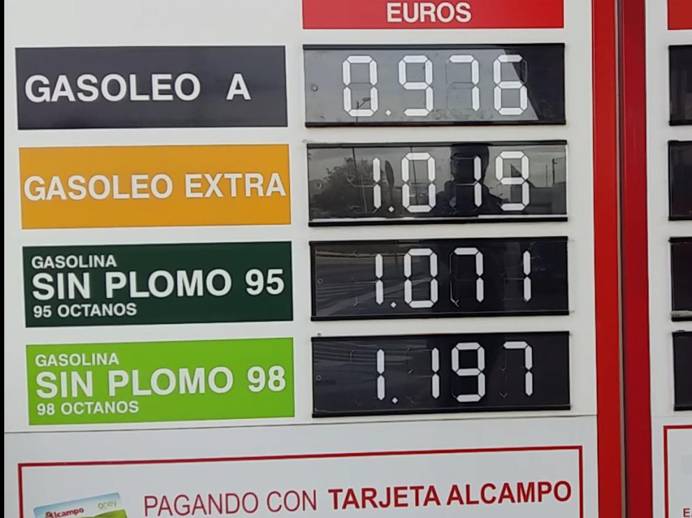 A pesar de la subida, algunos surtidores de Zaragoza siguen manteniendo precios por debajo del euro.