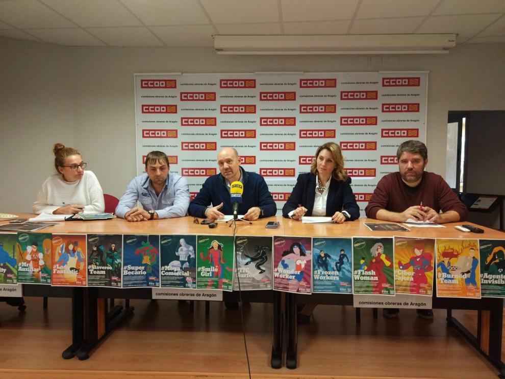 Los responsables sindicales encabezados por el secretario general de CC. OO. Aragón, Manuel Pina, que han presentado la campaña