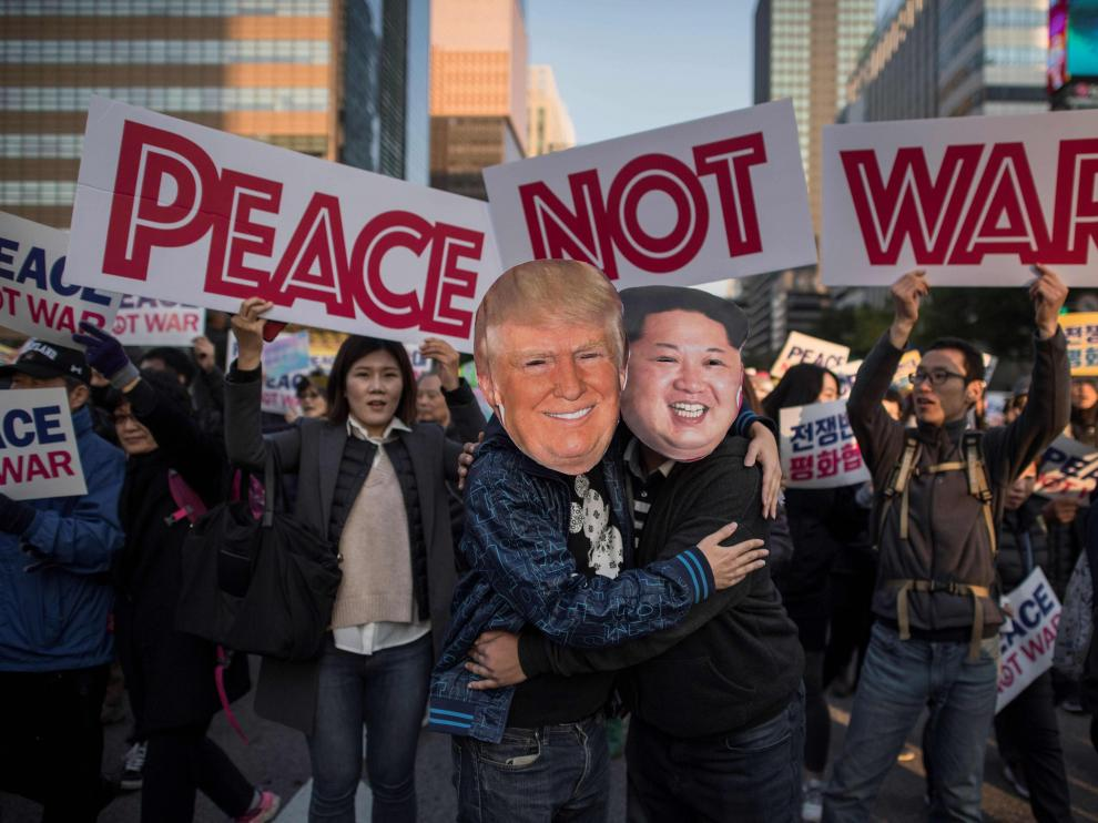 Imagen de una concentración pacífica en Seul, con motivo de la gira asiática del presidente estadounidense Donald Trump.