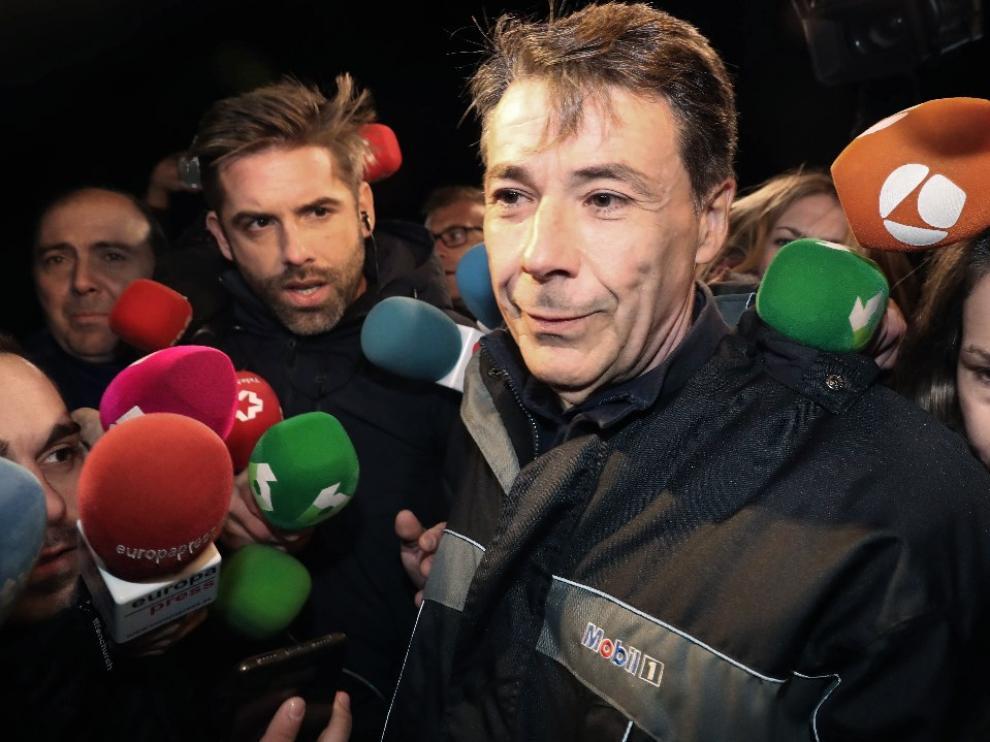 Imagen de archivo de Ignacio González atendiendo a los medios a su salida de prisión.