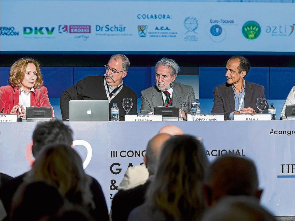 Lourdes Plana, Pedro Subijana, Francisco López, Pep Palau y Roser Torres participaron ayer en una mesa redonda.