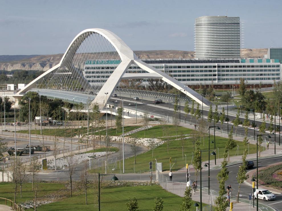El puente del Tercer Milenio, el día de su apertura al tráfico, en 2008