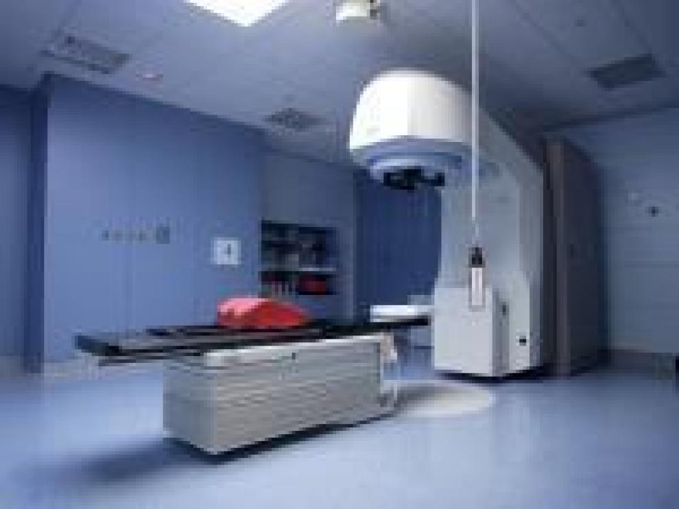 Imagen de archivo de uno de los aceleradores del hospital Clínico.