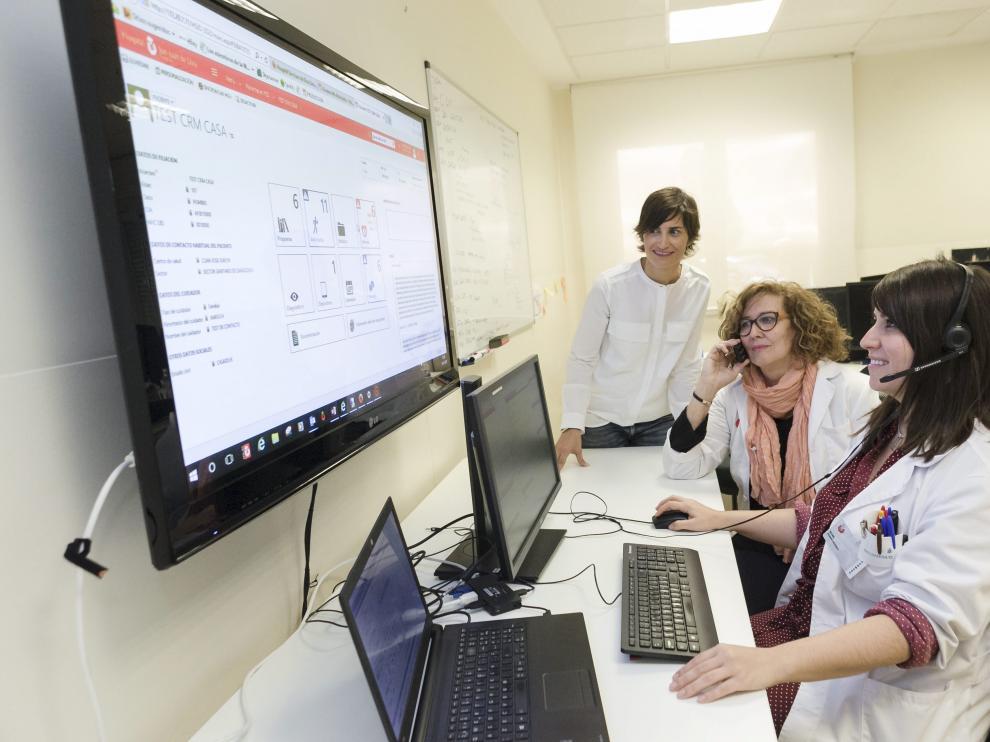 Ana Villalba, consultora del programa, María Pilar Martín, de ESAD, e Irene Aznar, enfermera
