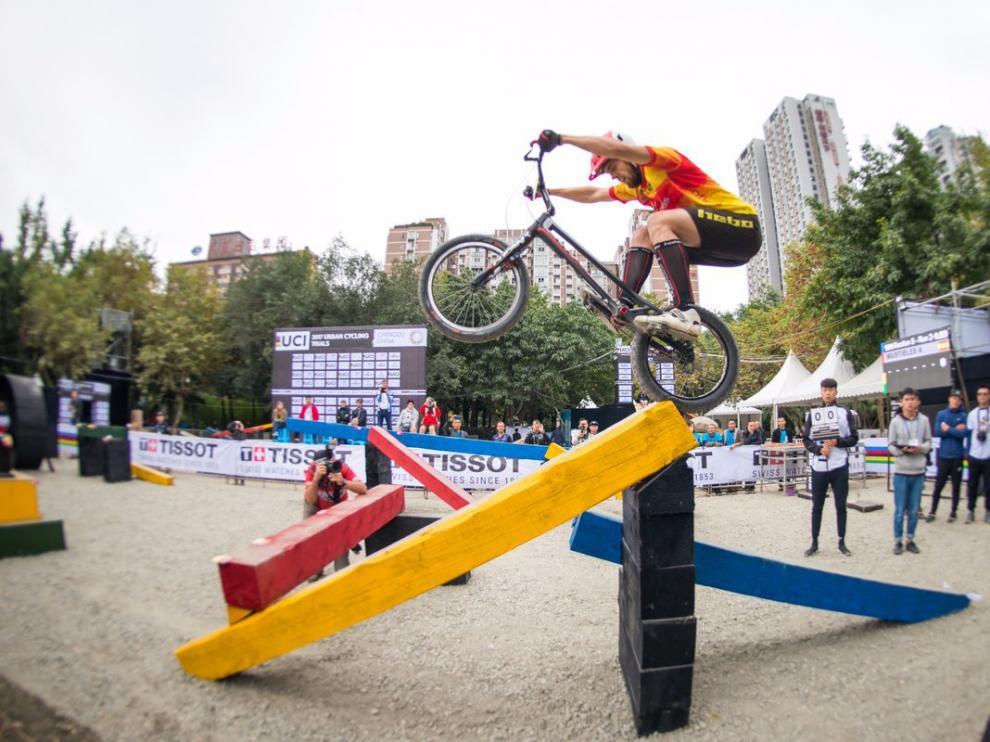 Abel Mustieles, sortea un obstáculo en la final mundialista celebrada en Chengdu (China).