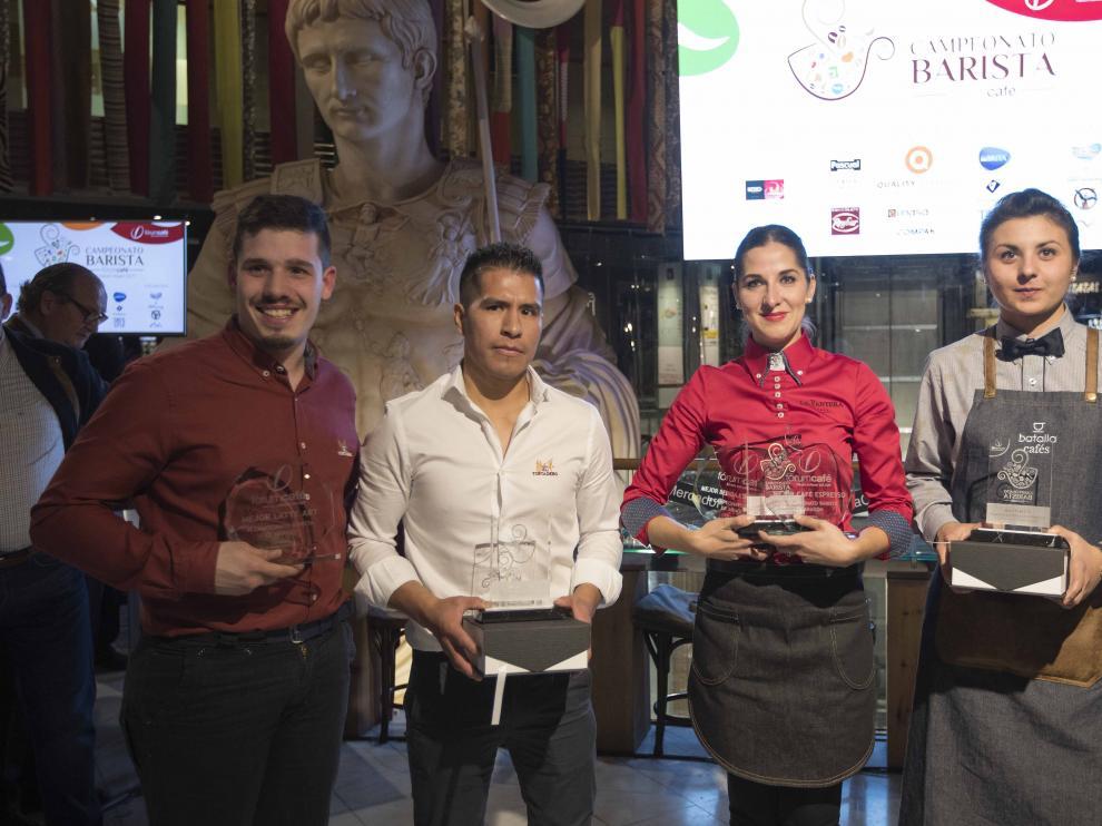 Adrián Cabana, Luis Gómez, Andreea Duti y Taia Zahariya, con los premios que recibieron en Puerta Cinegia.