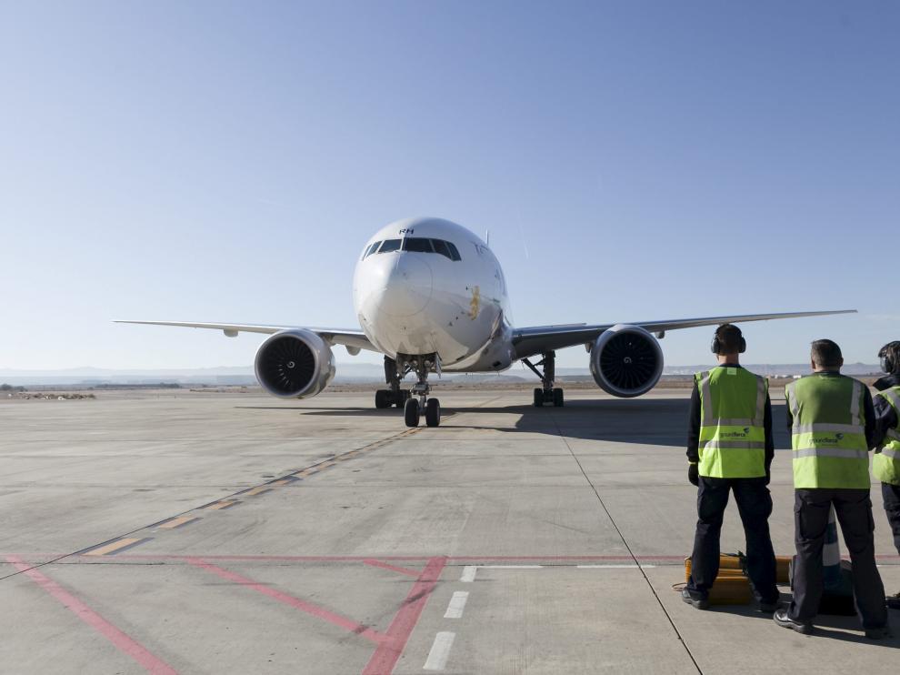 Un avión Boeing 777, de Ethiopian, a su llegada al aeropuerto de Zaragoza el pasado viernes