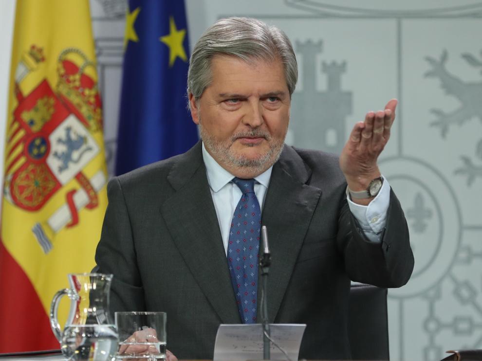 Méndez de Vigo tras el Consejo de Ministros