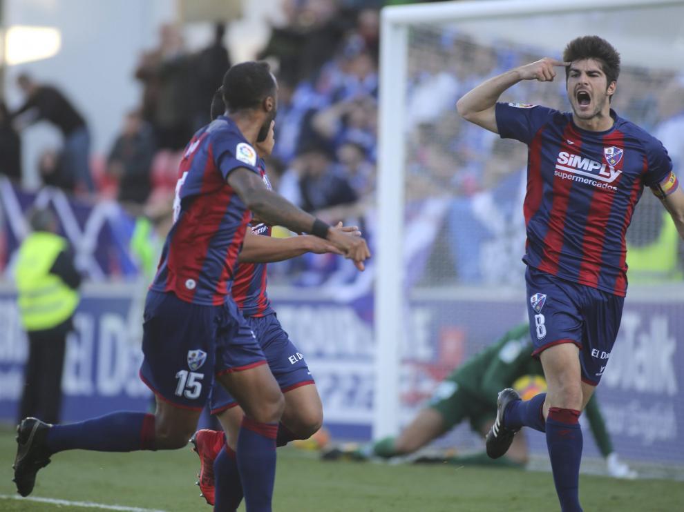 Gonzalo Melero celebra su primer gol del sábado ante el Tenerife.