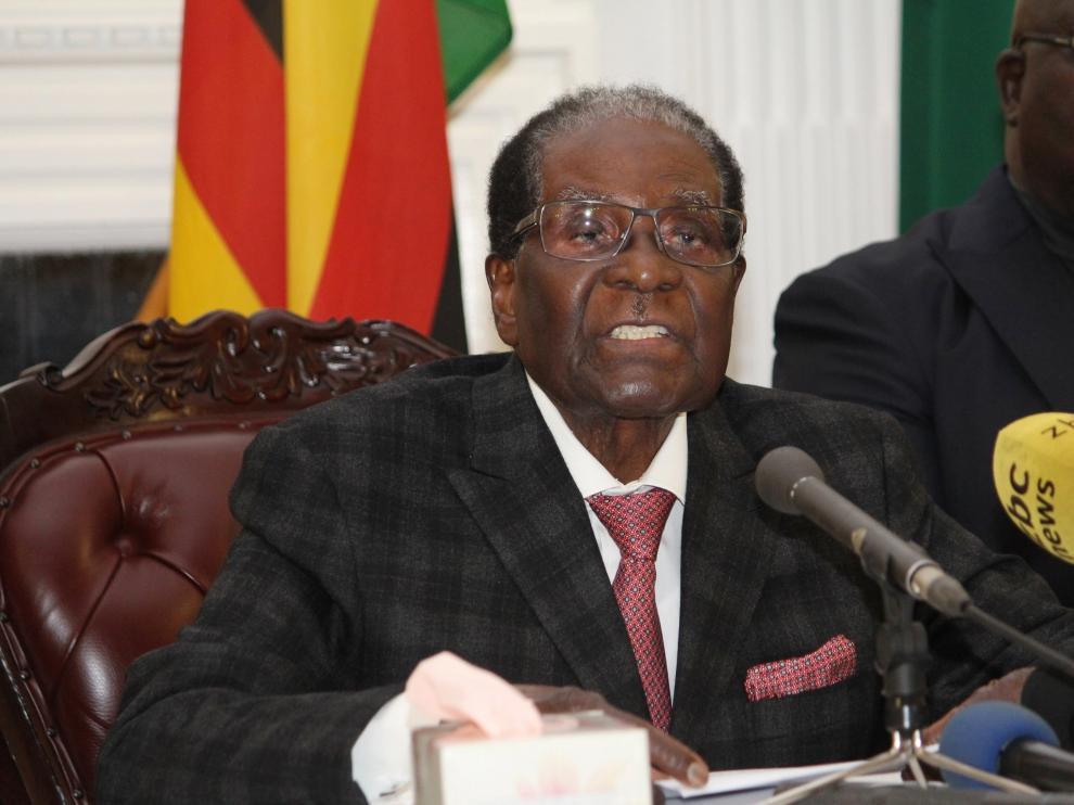Mugabe dando una declaración televisada.